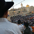Pullout objectors gather at Western Wall Photo: Yaron Brenner