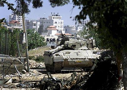 Israeli tank in Ramallah during Intifada (Photo: Reuters)
