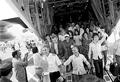 Hostages released in Entebbe Operation return home (Photo: David Rubinger)