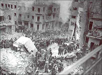 בתים קרסו. זירת הפיגוע, 22 בפברואר 1948 (צילום: AFP)