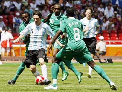 מסי בגמר מול ניגריה, אז עוד עם מספר 15 (צילום: רויטרס)