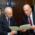 Olmert (R) submits resignation letter to Peres Photo: Avi Ohayon, GPO