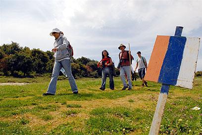כדאי לתכנן את המסלול לפי קצב ההליכה. מטיילים בשביל ישראל (צילום: אבנר ירון)