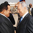 Mubarak and Peres (archive) Photo: Amos Ben Gershom, GPO