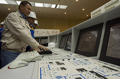 Russian technicians inside the Bushehr nuclear facility (Photo: Reuters) (Photo: Reuters)