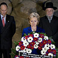 Clinton and Lau (R) at Yad Vashem Photo: AFP