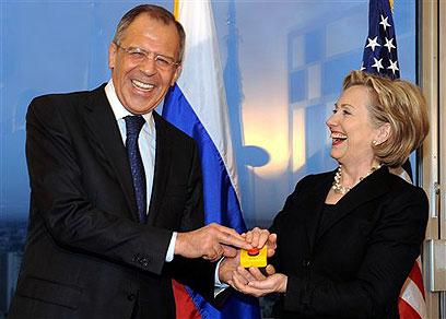 Russian FM Lavrov with Clinton (Photo: AP)