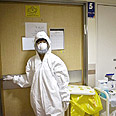 Protective mask against swine flu at Ichilov Hospital Photo: AFP