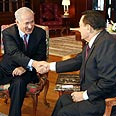 Netanyahu (L) with Mubarak Photo: AFP