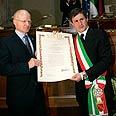 Shalit with Mayor Alemanno Photo: AP