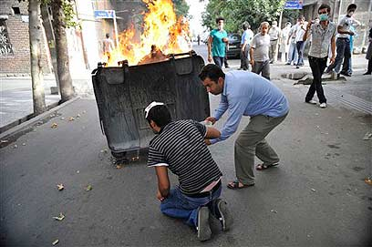 2009 riots in Tehran (Photo: AP)