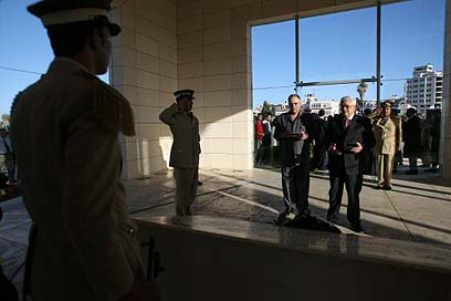 Abbas at Arafat memorial (Photo: AFP)