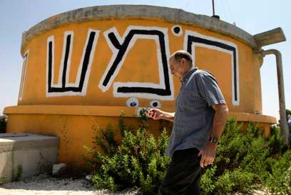 יעלון בסיור בחומש. דין התנחלויות כדין להבות חביבה (צילום: דודי ועקנין)