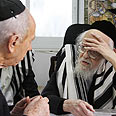 Peres (L) with Rabbi Elyashiv Photo: Yosef Avi Yair Angel