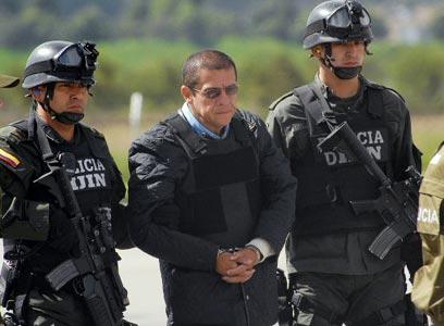 כוחות הביטחון של קולומביה עוצרים סוחר סמים (צילום: AFP)