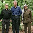 Barak (R) with US President Clinton and Yasser Arafat