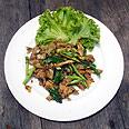 אטריות אורז מושחמות, אוכל תאילנדי. צילום: עדי עליה