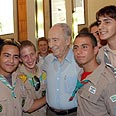 Peres with Ztofim representatives