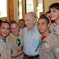 Peres with Ztofim representatives