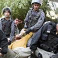 Evacuating Hebron settlers Photo: Yoav Galai