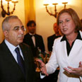 'Restore trust.' Fayyad and Livni (archives) Photo: AFP