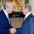 Olmert (L) and Putin in Moscow Photo: GPO