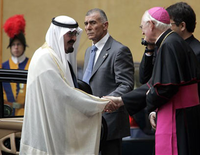 Pope meets Saudi King Abdullah (Photo: AP)