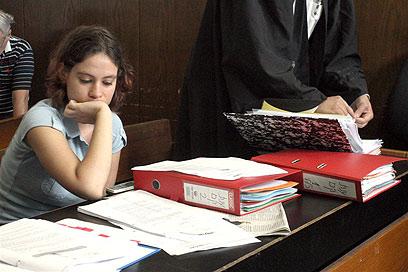 ענת קם בבית המשפט (צילום: עופר עמרם)