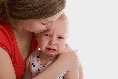 ילדים צופים בהוריהם ורואים בהם עוגן של ביטחון ויציבות (צילום: shutterstock)