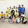 """אוהדי נתניה והשקחנים באירוע המכירה צילום: רוני וואגנר, """"תוטיפרוטי"""""""