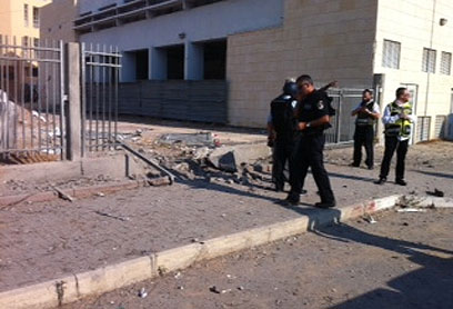 Security forces outside yeshiva (Photo: Avi Rokach)