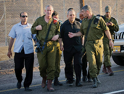 IDF Chief Gantz and Defense Minister Barak touring the Israel-Egypt border (Photo: Ben Kelmer)