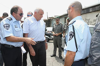 Aharonovitch and and TA police chief at scene of attack (Photo: Ofer Amram)