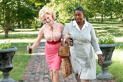 """אוקטביה ספנבר וג'סיקה צ'סטיין ב""""העזרה"""". ערבות הדדית (צילום: MCT)"""