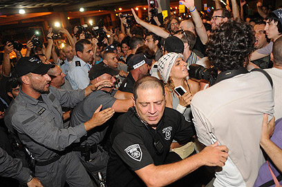 Protesters, police clash at City Hall (Photo: Yaron Brener)