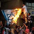 Egyptian mob burns Israeli flag Photo: Reuters