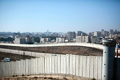 Security barrier near Jerusalem (Photo: Reuters)