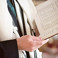 A Shabbat-observing cantor? (Illustration) Photo: Shutterstock