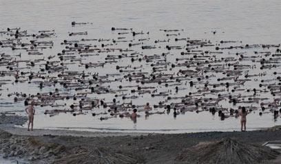 Israelis floating in Dead Sea (Photo: Yaron Brener)