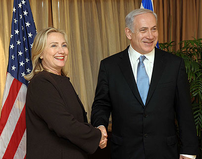 Clinton and Netanyahu (Photo: Avi Ohanyon, GPO)