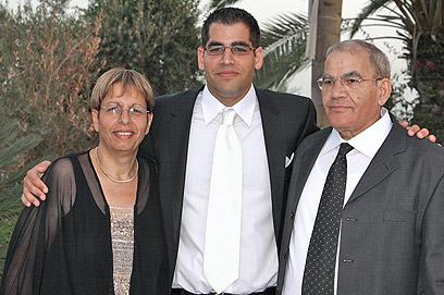 """הנאשם ברצח עם הוריו, """"אמרתי לו: אני חושב שאתה הרוצח""""  ()"""