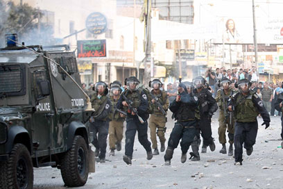 IDF disperses rioters in Qalandiya (Photo: Noam Moskowitz)