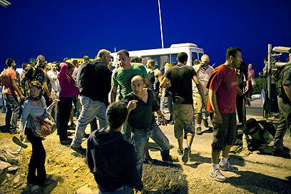 """""""המתנחלים הרביצו לנו לעיני המשטרה"""", טענו אנשי השמאל (צילום: אקטיבסטילס)"""