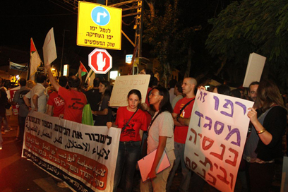 Jews, Arabs at Jaffa rally (Photo: Ofer Amram)