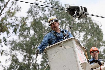 עובדי חברת החשמל. שכר גבוה (צילום: יוסי וייס)