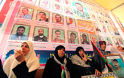 Palestinian mothers calling for release of their sons, held in Israel (Photo: Reuters)
