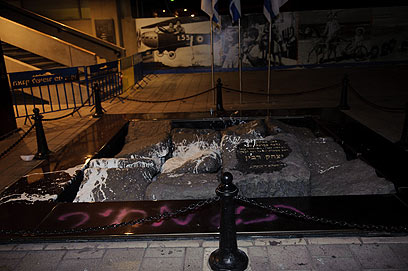 Rabin memorial vandalized (Photo: Ben Kelmer)