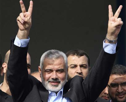 Haniyeh greeting released prisoners in Gaza