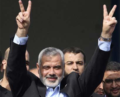 Haniyeh greeting released prisoners in Gaza