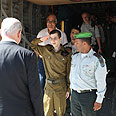 Shalit salutes Netanyahu Photo: Avi Ohayon, GPO